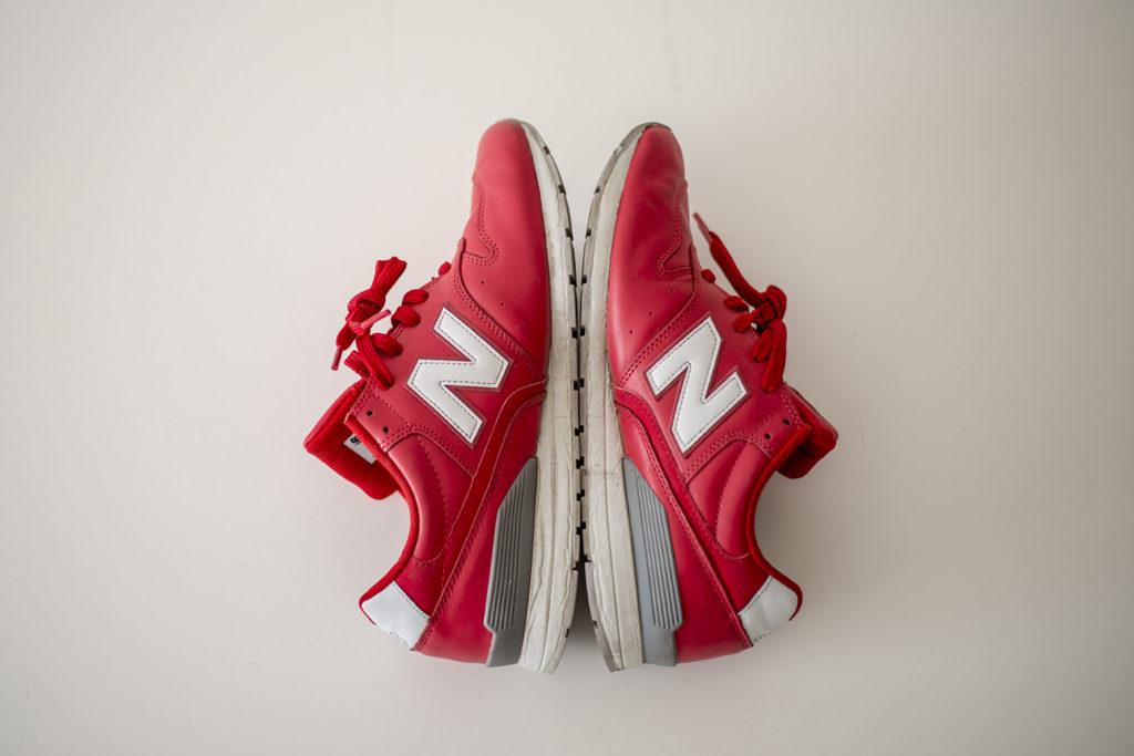 赤いレザーのニューバランス996