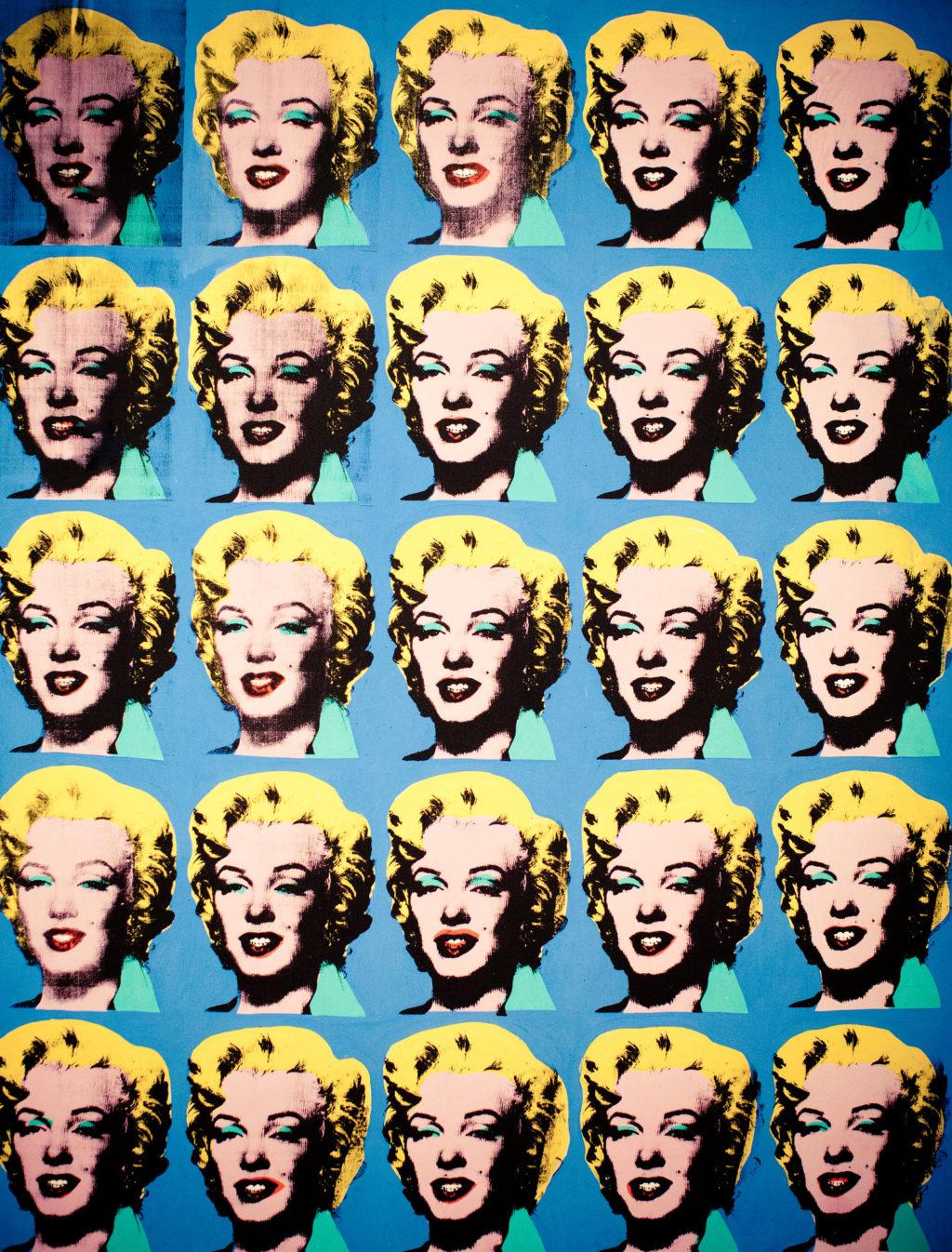 シルクスクリーンは1930年代からアーティストに愛されてきた表現方法