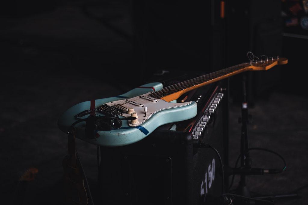 ギターの象徴フェンダー・ストラトキャスターとバディ・ホリー
