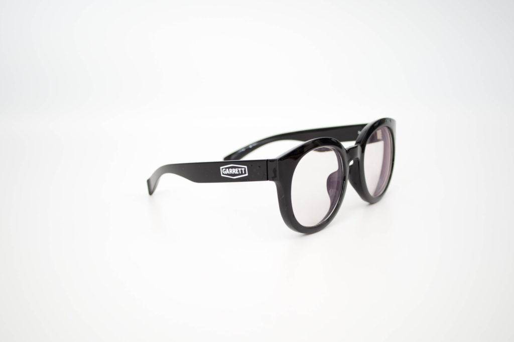 眼鏡をプチカスタム 自作ステッカーで印象を変えてみる