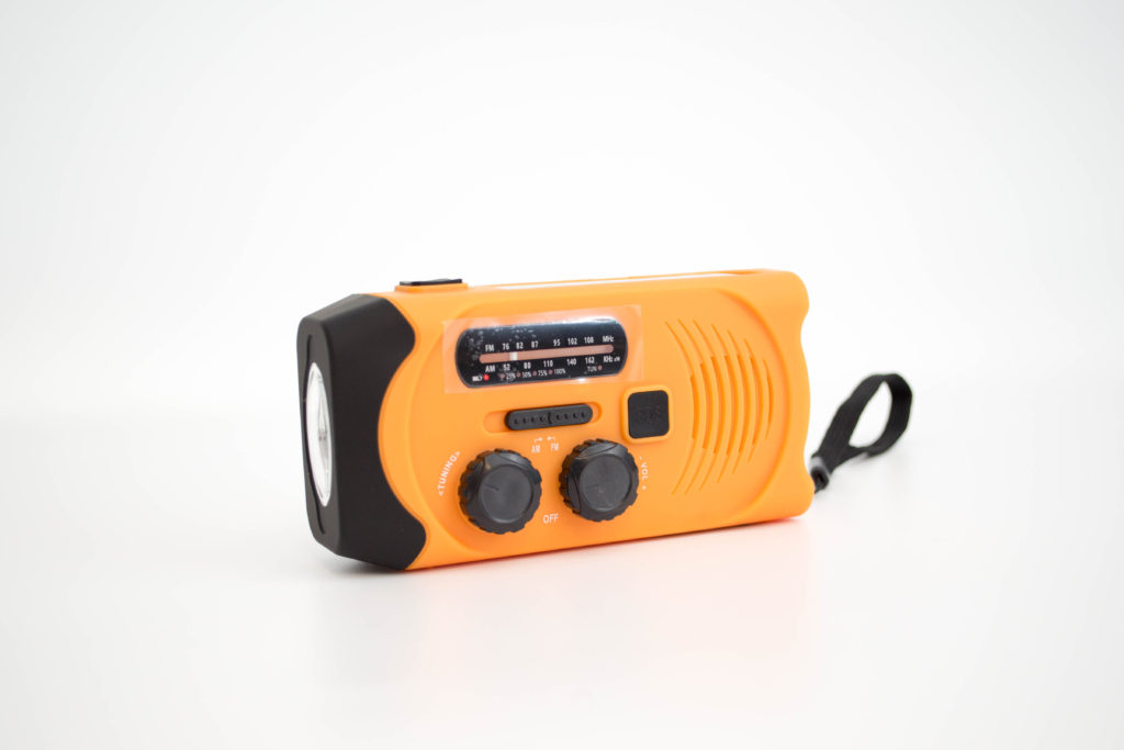 AM / FMラジオ:信号受信:AM 520-1605Khz / FM 76-108MHz。受信感度もなかなか良いです